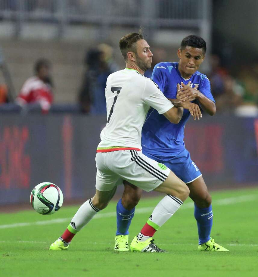Mexico DF Miguel Layun (7) and Honduras MF Andy Najar (17) battle for possession during the first half of the Mexico - Honduras game at NRG Stadium Wednesday, July 1, 2015, in Houston. Photo: Jon Shapley, Houston Chronicle / © 2015 Houston Chronicle