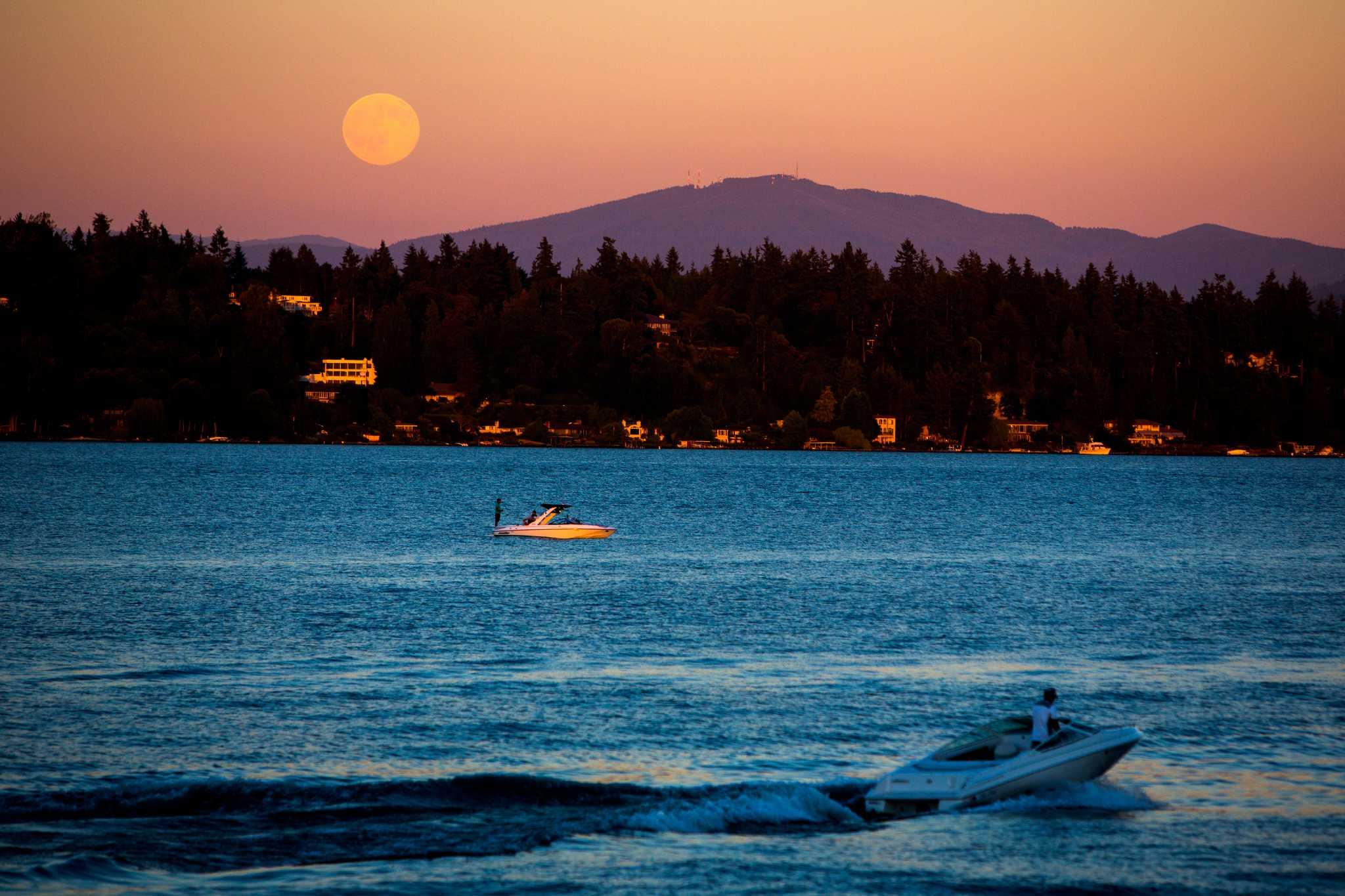 Celestial trifecta: 'Micro' Harvest full moon set for Friday the 13th