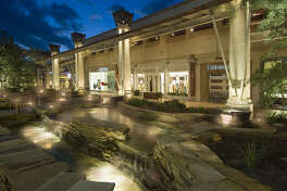 Alamo Architects' open-air design for the Shops at La Cantera makes shopping more convenient for consumers who need to visit just one store.