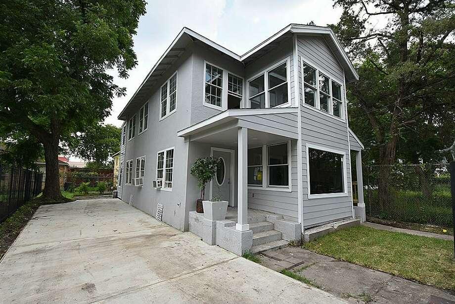 4216 Austin (77004): $2,400  / 2,208 square feet Photo: Houston Association Of Realtors