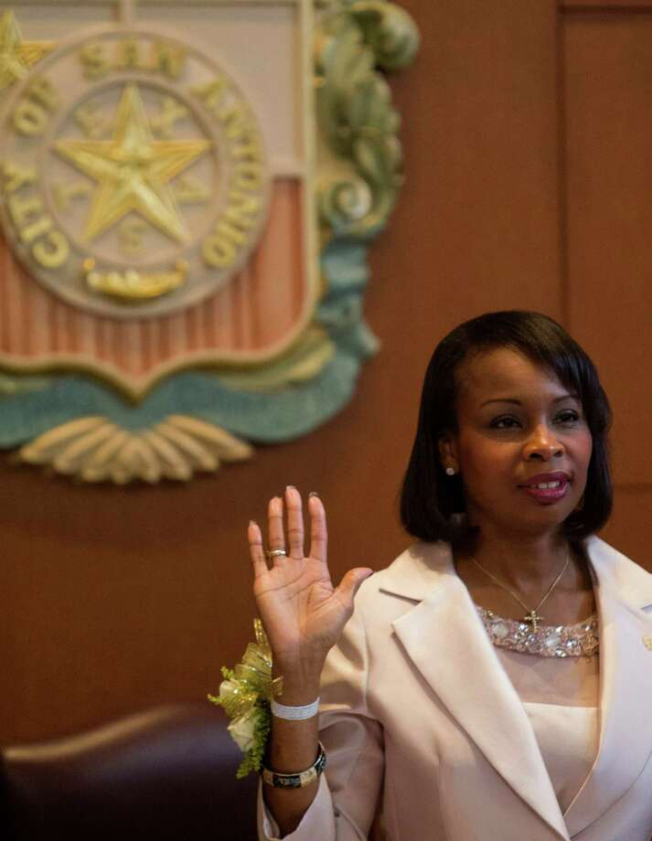 Mayor Ivy Taylor raises her right hand and repeats the oath of office adminstered by city clerk Leticia M. Vacek during her inauguration at City Hall in San Antonio. Photo: Ray Whitehouse /San Antonio Express-News / 2015 San Antonio Express-News