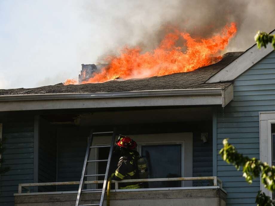 Seattle fire crews tackled an apartment fire early Thursday afternoon on the south slope of Queen Anne. Photo: Joshua Trujillo, Seattlepi.com