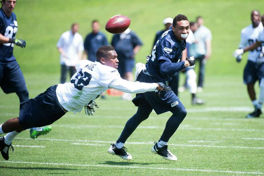 Former UTSA defensive back Triston Wade (left) dives to break up a pass during Seattle Seahawks minicamp in 2015. Photo: Courtesy Photo, PHOTOGRAPHER / Seattle Seahawks / ROD MAR ©2015