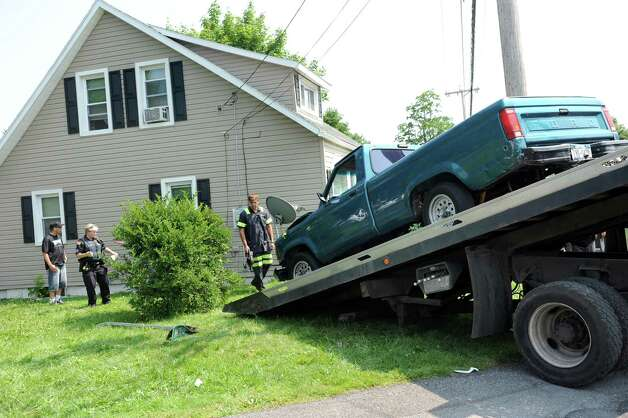 H and K Towing removes a pickup truck involved in a two-vehicle crash into 3801 Albany St. on Friday, July 3, 2015, in Niskayuna, N.Y. (Cindy Schultz / Times Union) Photo: Cindy Schultz