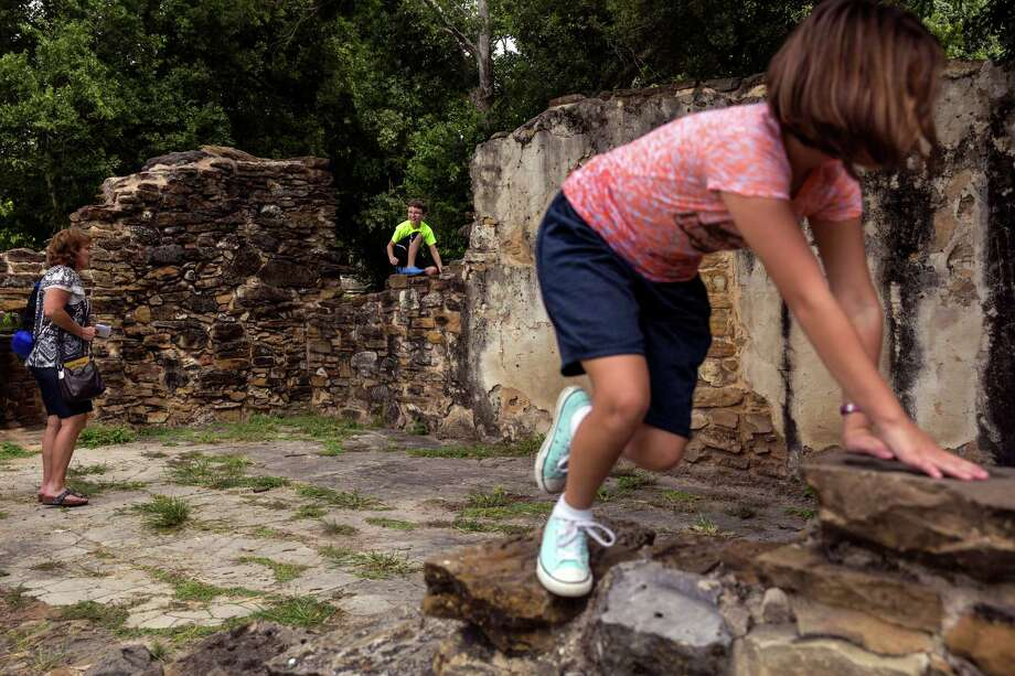 A reader took a dim view of a recent E-N photo depicting some visitors at the Mission San Francisco de la Espada. Photo: Ray Whitehouse /San Antonio Express-News / 2015 San Antonio Express-News