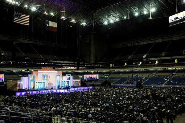 Thousands fill downtown for Seventh-day Adventist conference