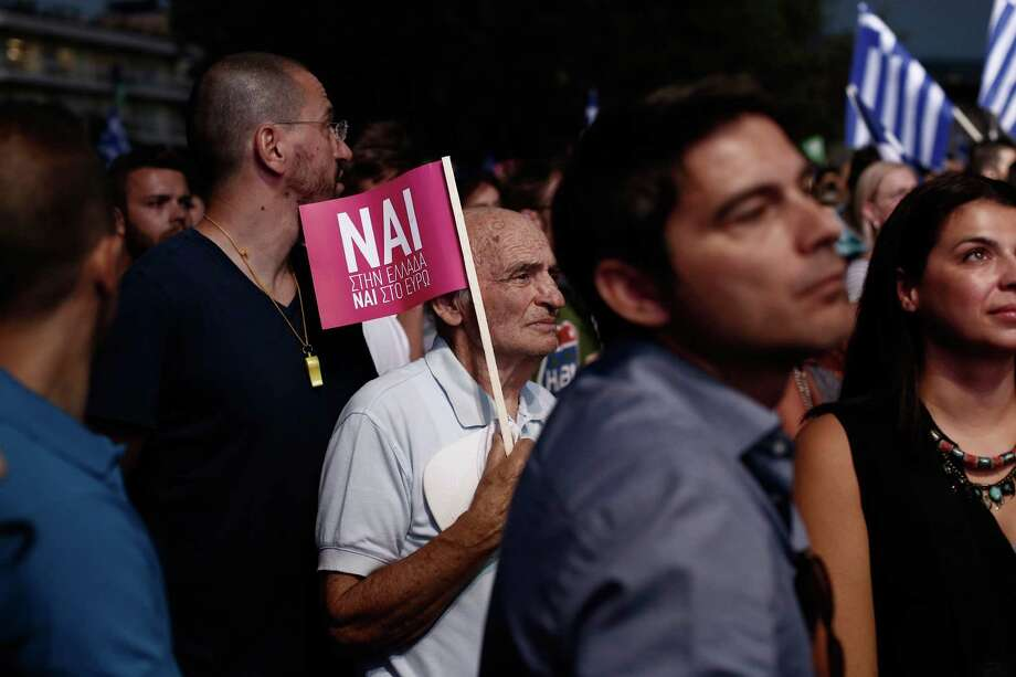 """Supporters of a """"yes"""" vote on Greece's referendum Sunday on a European bailout package attend a campaign rally in Athens. Photo: Kostas Tsironis /Bloomberg / © 2015 Bloomberg Finance LP"""
