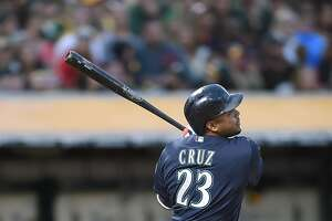 Mariners' 4 two-run blasts beat A's at Coliseum - Photo