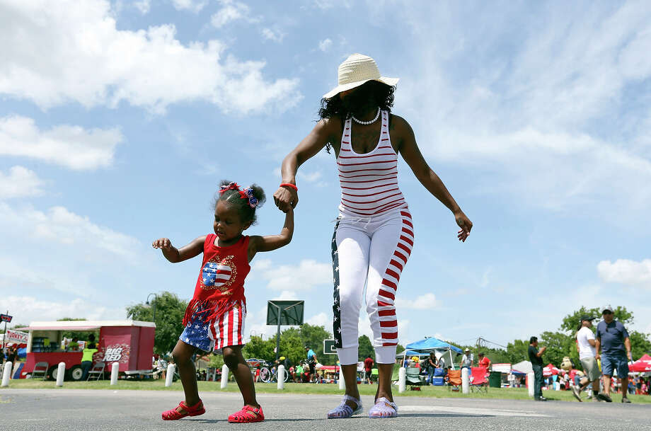 Ty Dickson dances with her daughter La'najia Setter, 3, Saturday July 4, 2015 during San Antonio's Official 4th of July Celebration & Fireworks Extravaganza held at Woodlawn Lake Park. Photo: Edward A. Ornelas, San Antonio Express-News / © 2015 San Antonio Express-News