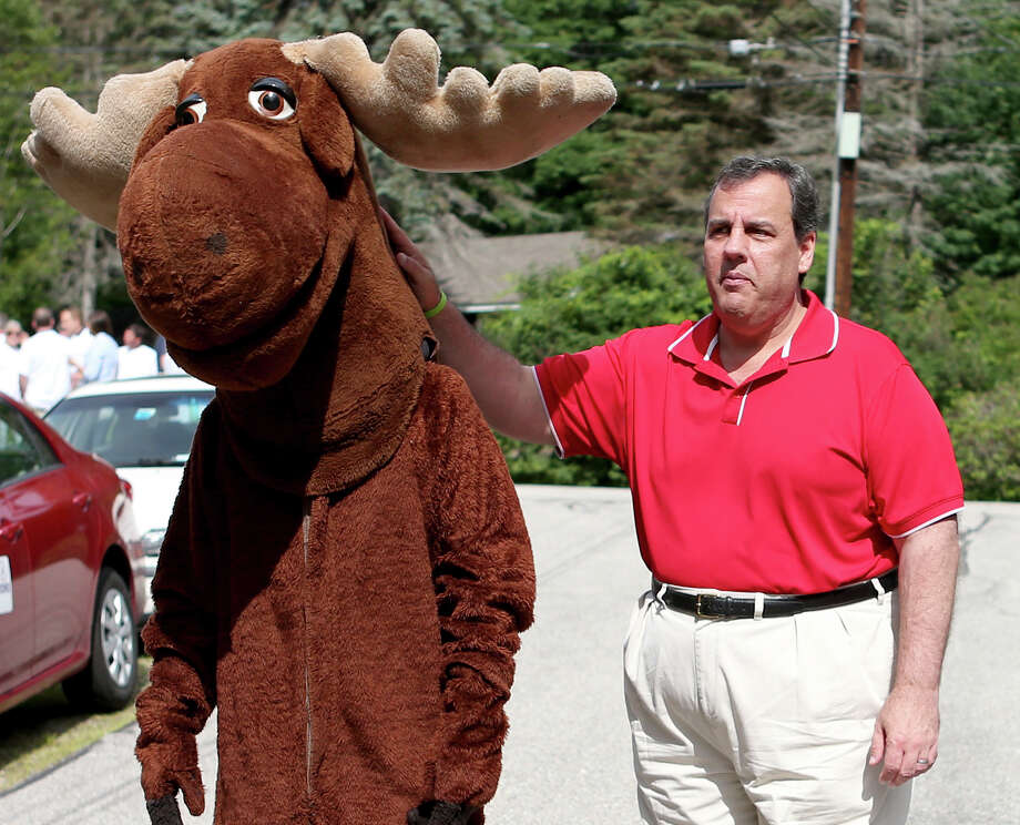 "GOP presidential candidate Chris Christie consoles a hot ""moose"" before the parade in Wolfeboro, N.H. Photo: Mary Schwalm /Associated Press / FR158029 AP"