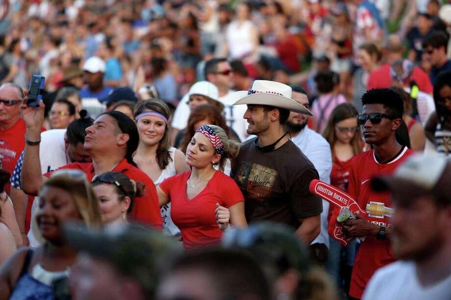 The Fourth of July celebration in Houston's Eleanor Tinsley Park. Photo: Gary Coronado, Houston Chronicle / © 2015 Houston Chronicle