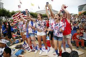 Blowout Women's World Cup win thrills throng in S.F. - Photo