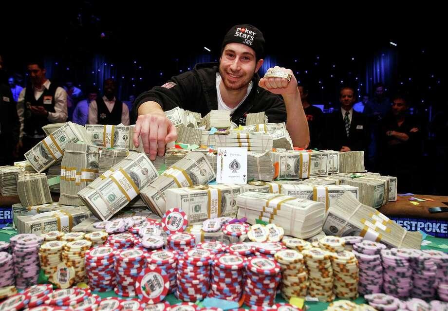 Jonathan Duhamel poses for photos after winning the World Series of Poker on Nov. 8, 2010 in Las Vegas. Photo: Isaac Brekken /Associated Press / FR159466 AP
