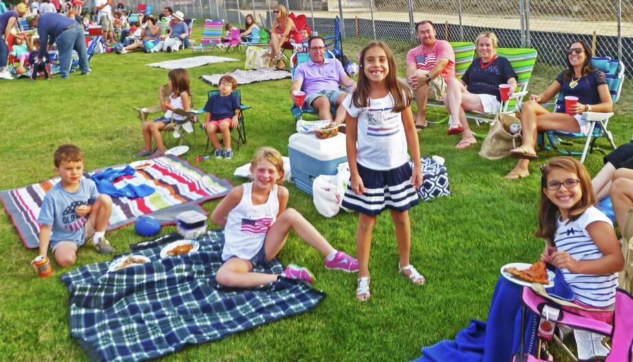 Several thousand spectators turned out for annual Darien Fireworks Show at Darien High School on July 3, 2015. Photo: Martin Cassidy / Hearst Connecticut Media / Darien News