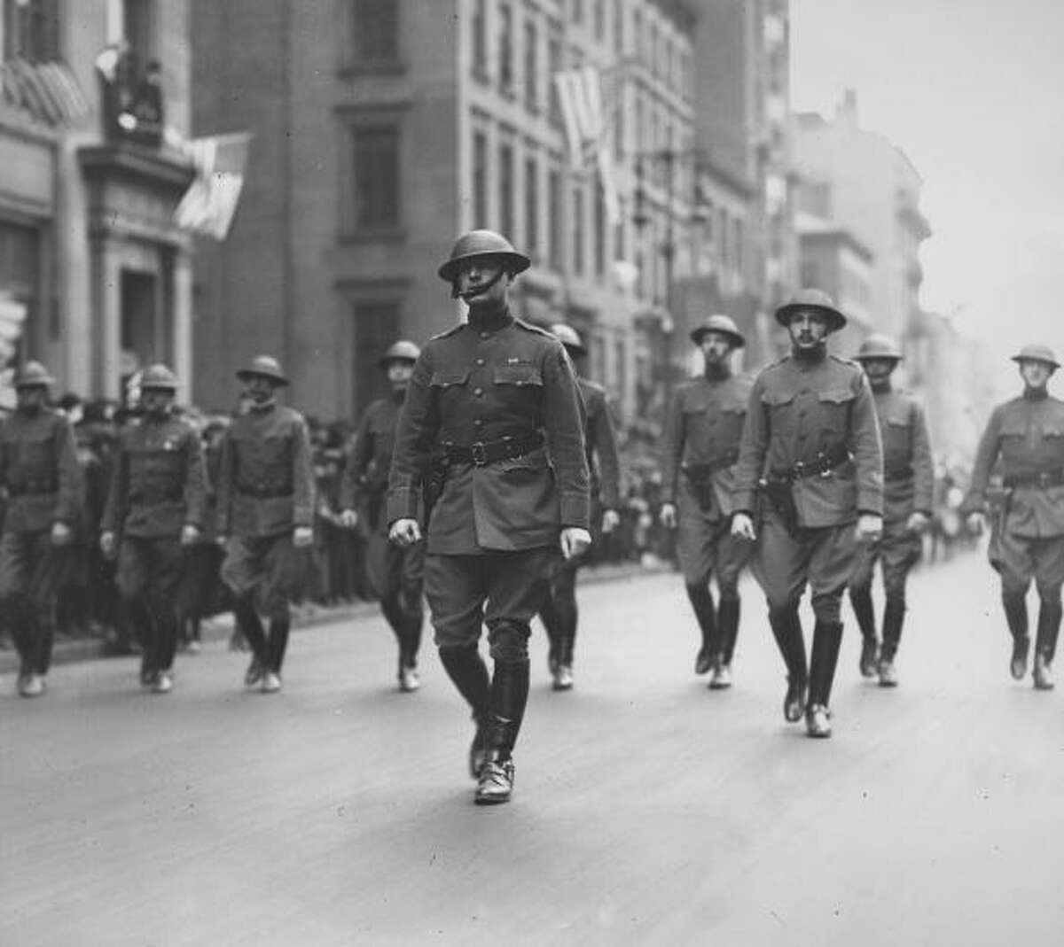 1918 Soldiers of this era were seen wearing olive wool coats and high boots, which proved helpful during the muddy trench warfare.