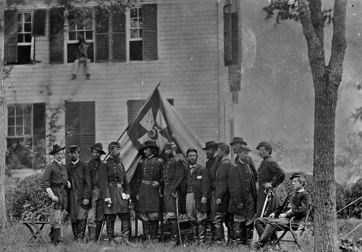 1863 As seen in this photo taken in Gettysburg PA, Union soldiers uniforms included dark blue coats and light blue pants.