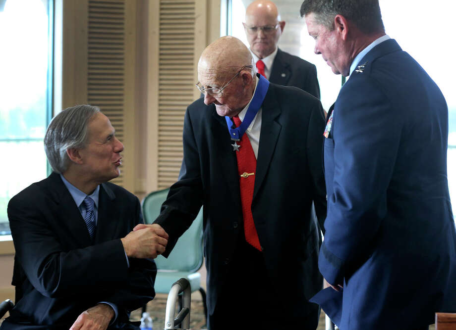 Texas Governor Greg Abbott (left) congratulates Sergeant Werner W. Reininger, (center) United States Marine Corps (Retired) after Reininger received the Texas State Lone Star Medal of Valor Monday July 6, 2015 at a ceremony held at the Fort Sam Houston Golf Club. Reininger received the medal for extraordinary heroism during the Korean War. On the right is Major General John F. Nichols. Photo: John Davenport, Staff / San Antonio Express-News / ©San Antonio Express-News/John Davenport