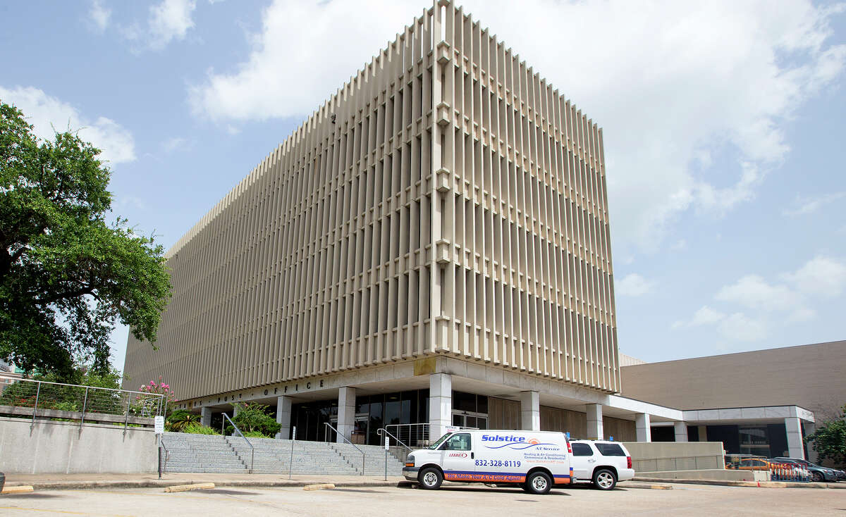 The United States Post Office is seen along Franklin Street, Monday, July 6, 2015, in Houston. (Cody Duty / Houston Chronicle)
