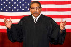 Here comes the judge in Hansberry?s ?Thurgood? - Photo
