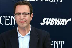Subway suspends ties with Jared Fogle after raid on his home - Photo