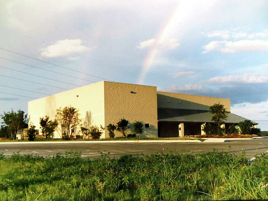 Boerne City Council is pursuing plans to partner with the YMCA of Greater San Antonio to convert the Boerne Civic Center at 820 Adler Road into a recreation center. Photo: Zeke MacCormack /San Antonio Express-News / San Antonio Express-News