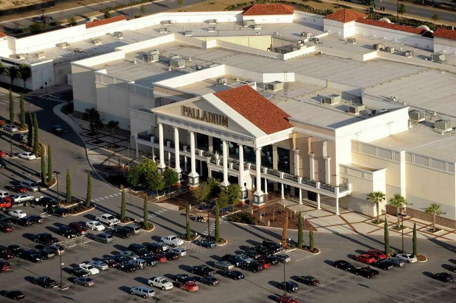 The Palladium is the showcase movie house of the Santikos San Antonio theater chain. It is show here on Jan. 19, 2011. Photo: Billy Calzada / San Antonio Express-News / gcalzada@express-news.net