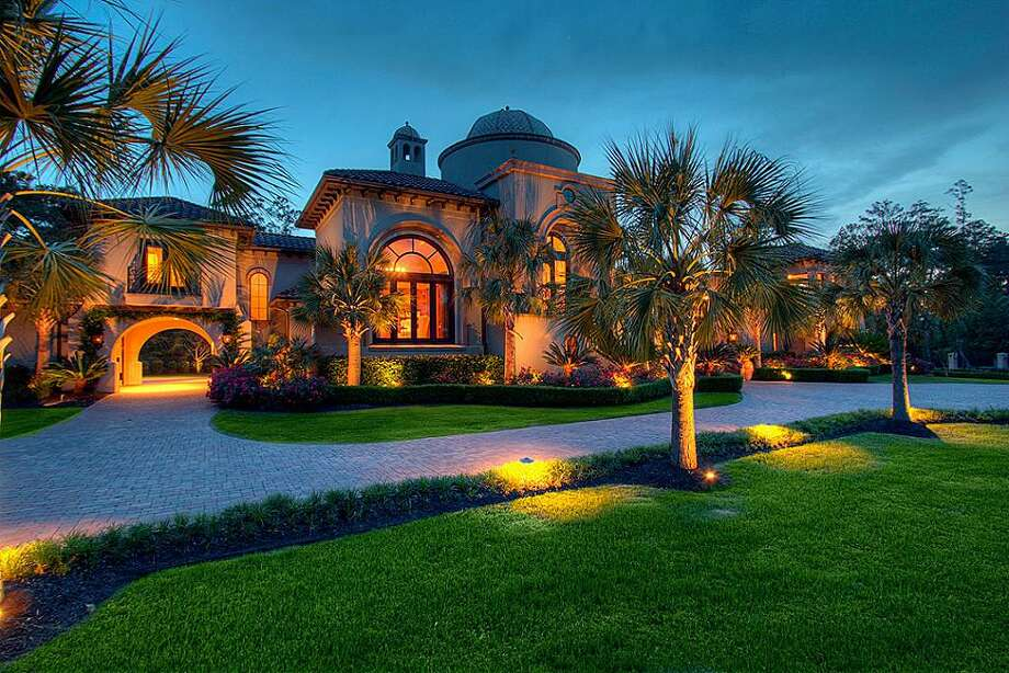 A no-reserve auction is scheduled Feb. 9 for this The Woodlands estate. Photo: Houston Association Of Realtors