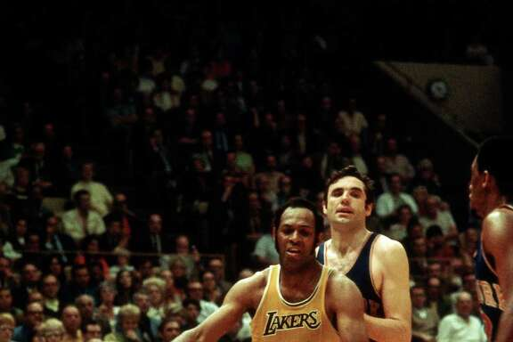 Elgin Baylor (#22) of the Los Angeles Lakers drives against the New York Knicks at the Great Western Forum circa 1972 in Inglewood, Calif.