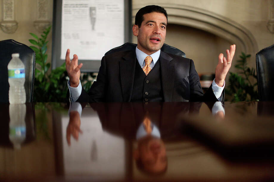 Officials are drawing blood samples from DWI suspects, but District Attorney's Nico LaHood's prosecutors are not using the evidence because of lab problems. Photo: Lisa Krantz /San Antonio Express-News / San Antonio Express-News