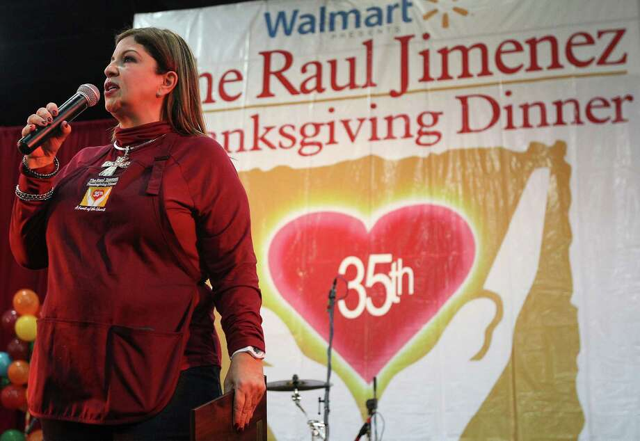 Patricia Jimenez addresses   volunteers and diners at the 35th annual Raul Jimenez Thanksgiving Dinner in   2014. Her father, Raul Jimenez, died in 1998 and she carries on his tradition of giving. Photo: Kin Man Hui / San Antonio Express-News / ©2014 San Antonio Express-News