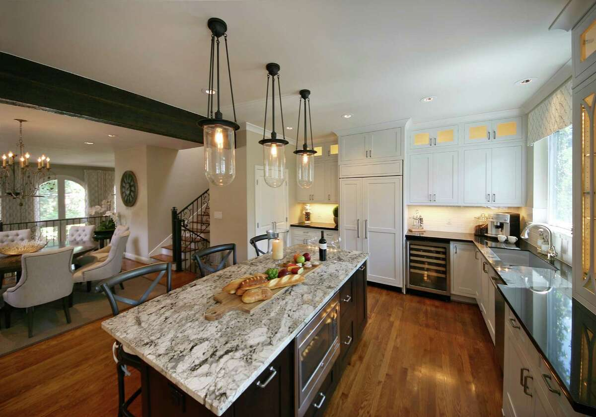 AFTER: The openness now gives the kitchen a natural and easy flow connecting it seamlessly to the rest of the home.