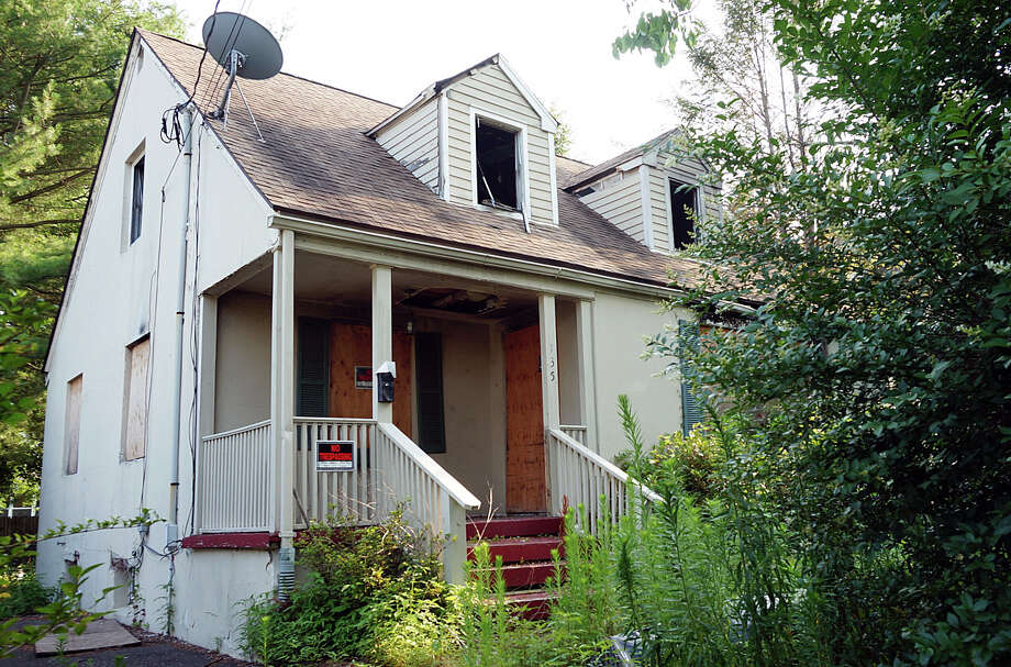 The house at 135 Crane Street, where a mother and daughter perished in a fire last year, will be on the auction block Sunday. Photo: Genevieve Reilly /Fairfield Citizen / Fairfield Citizen