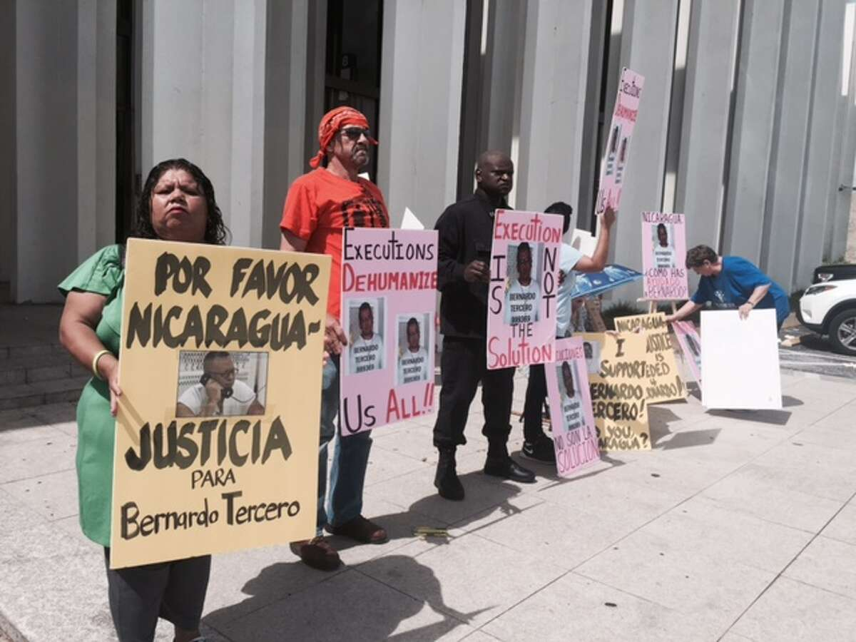 Supporters of Bernardo Tercero gathered July 9, 2015, at the Nicaraguan Consulate in Houston to demonstrate against his execution scheduled for Aug. 26, 2015. (Courtesy photo)