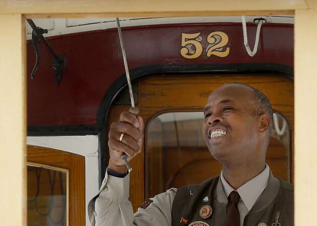 Six-time cable car bell-ringing champ regains his title