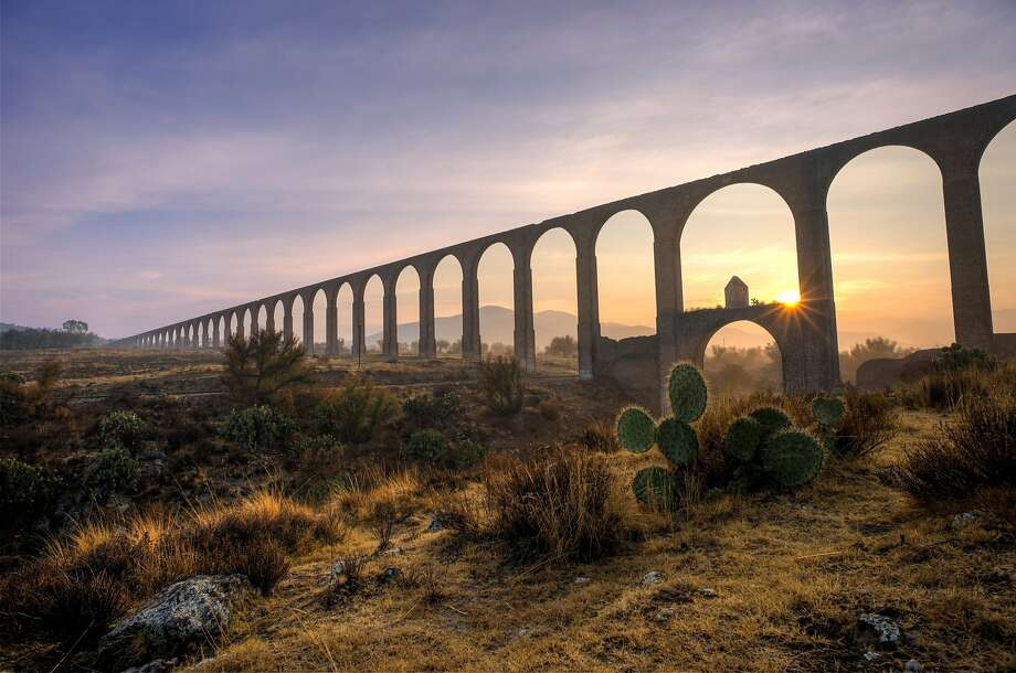Mexico's Aqueduct of Padre Tembleque hydraulic system. The main arcade at dawn. Photo: Edgar Valtiago