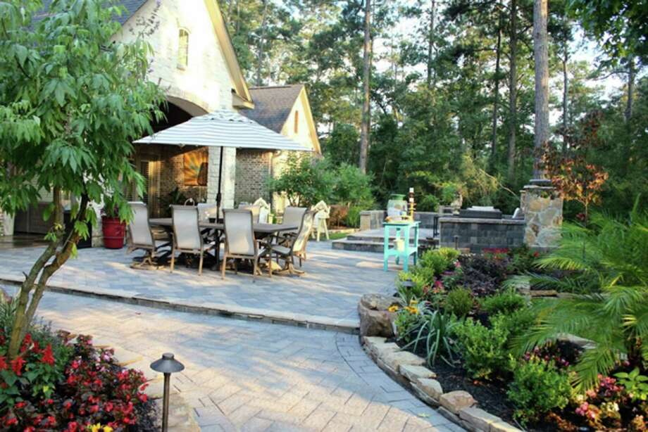 For $50, homeowners can get a bed of select flowers planted and mulched. Photo: Courtesy Angie's List / TNS