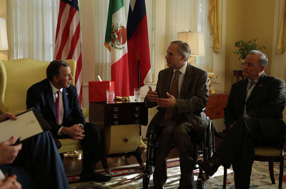 Gov. Greg Abbott meets with Mexico's Secretary of Foreign Affairs Jose Antonio Meade Kuribrena on Thursday in Austin. Photo: Flickr/GovAbbott