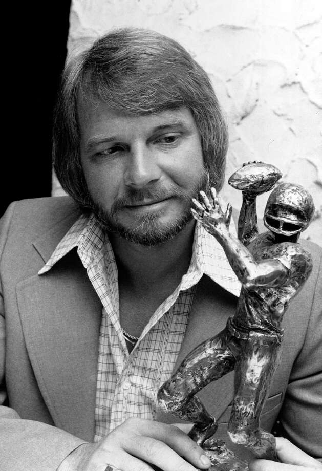 ** FILE ** In this  May 9, 1977 file photo, Ken Stabler, quarterback for the Oakland Raiders, poses with his Professional Quarterback of the Year award at Mama Leone's in New York City. Stabler was arrested and charged with reckless driving and driving under the influence of alcohol. Stabler, now a radio analyst for University of Alabama football, was released from jail on $1,000 bond nearly 13 hours after his arrest, police said Monday June 9, 2008. (AP Photo/Marty Lederhandler, File) Photo: MARTY LEDERHANDLER, STF / AP1977