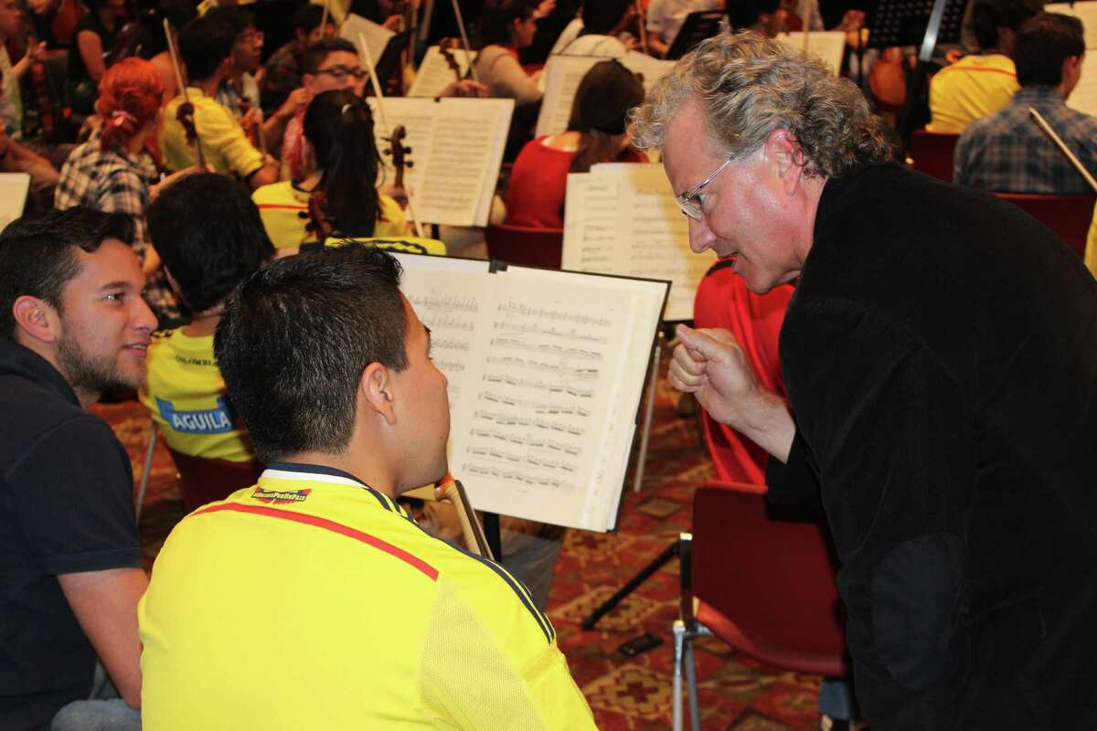 Eric Halen, associate concertmaster of the Houston Symphony works with young musicians from the Colombian Youth Philharmonic during a recent residency in Paipa, Colombia.