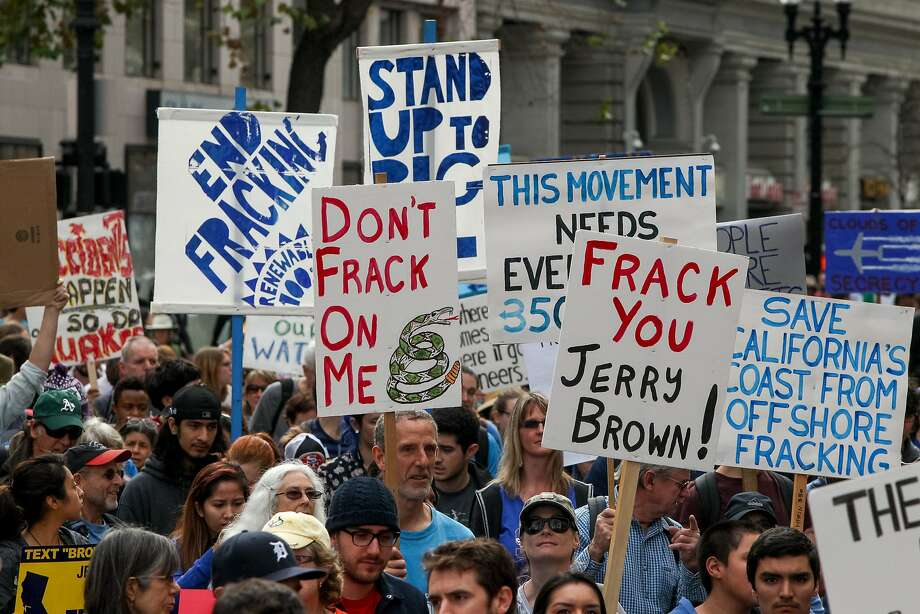 Protesters against fracking rallied at Frank H. Ogawa Plaza and marched for two miles to Lake Merritt Boulevard, Saturday, Feb. 7, 2015, in Oakland, Calif. Photo: Santiago Mejia, The Chronicle