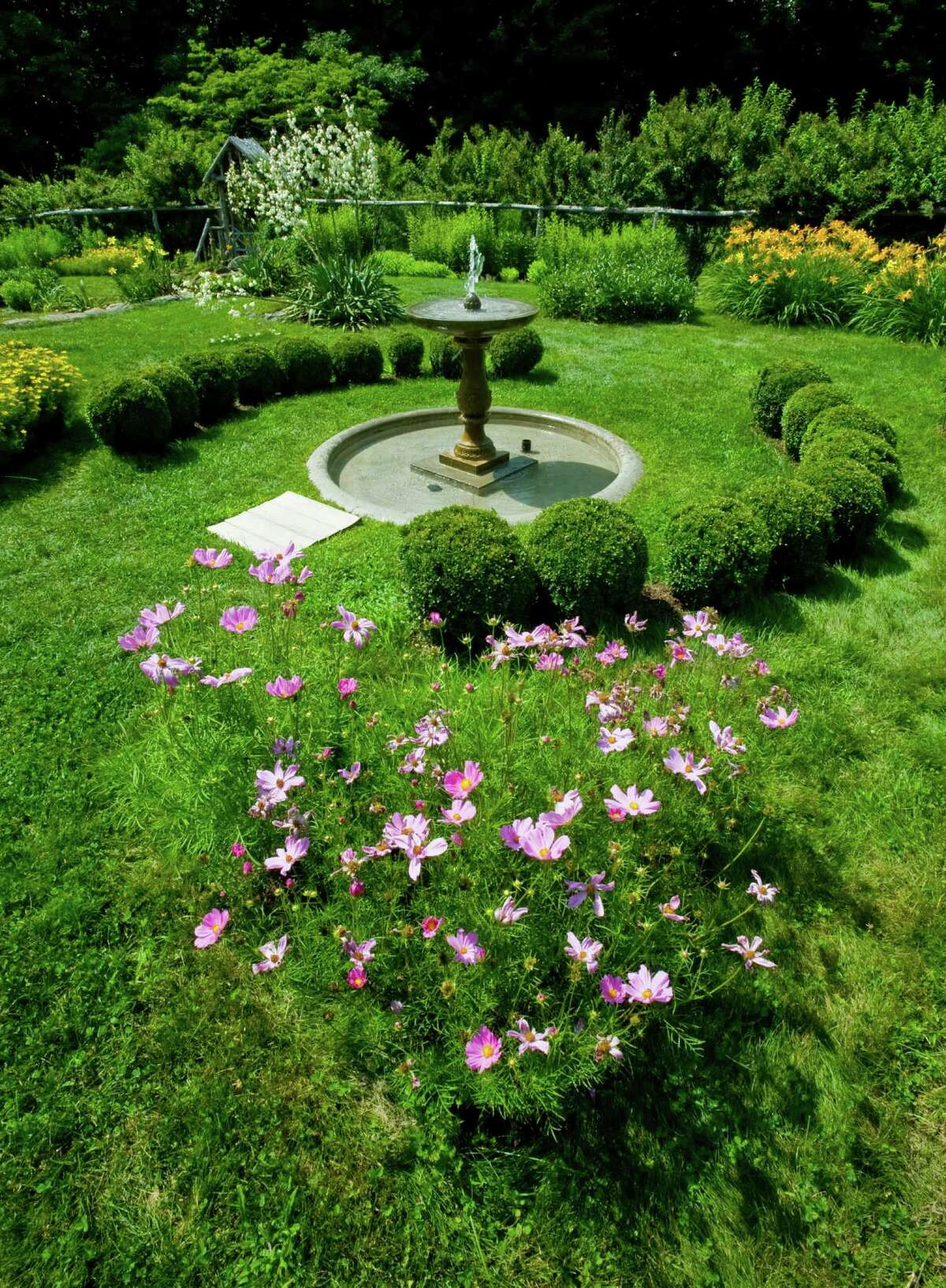 Stroll through a historic garden Connecticut has 14 designated historic gardens that the public can tour. Take your special someone for an afternoon stroll in one of the most beautiful settings in the state.