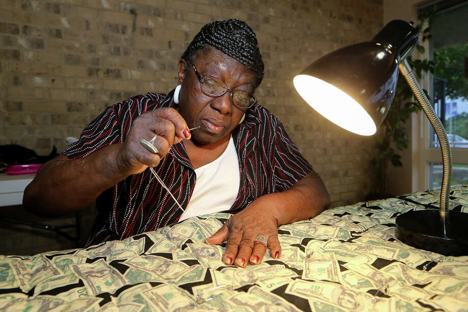 Vivian Moreland, a member of the Seasoned Quilting Grannies, works on a money quilt recently at the Barbara Jordan Community Center.  Moreland has been working on the quilt for two months and hopes to have it finished in a month. Photo: Marvin Pfeiffer /San Antonio Express-News / Express-News 2015