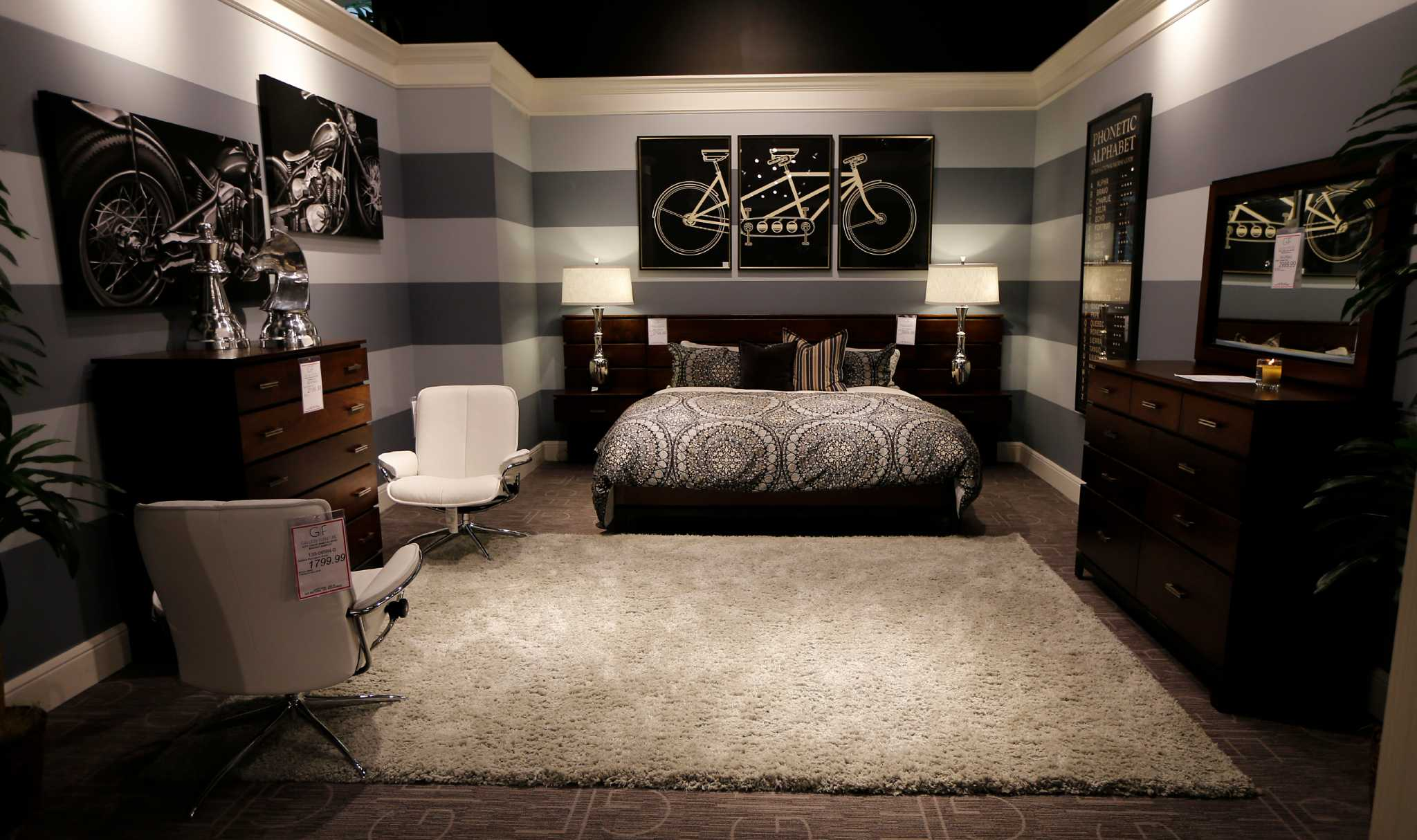 gallery furniture designer offers redecorating tips houston chronicle - Houston Bedroom Furniture