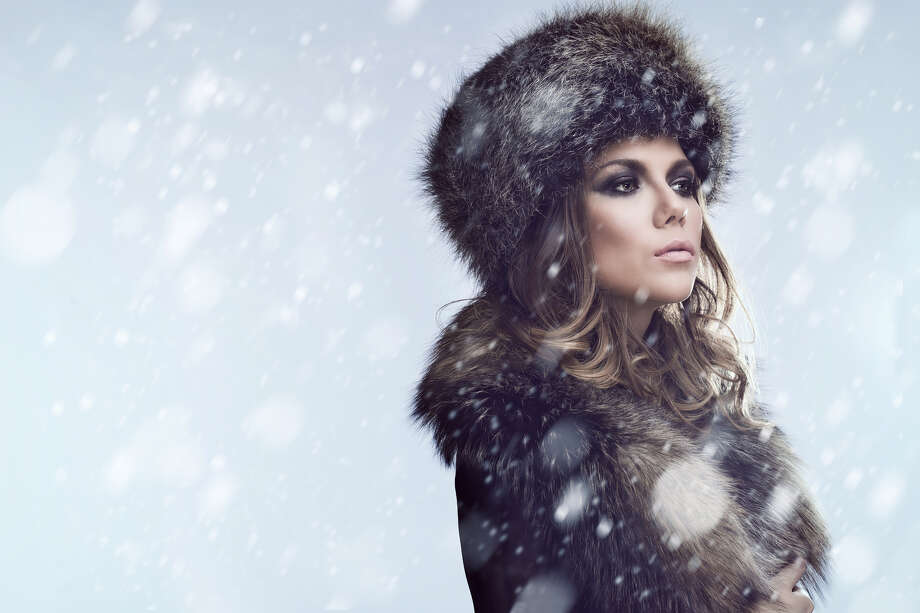 Resolutely she entered the office building. Complaining was for the weak. She would not complain. Photo: Anidimi / Fotolia / anidimi - Fotolia