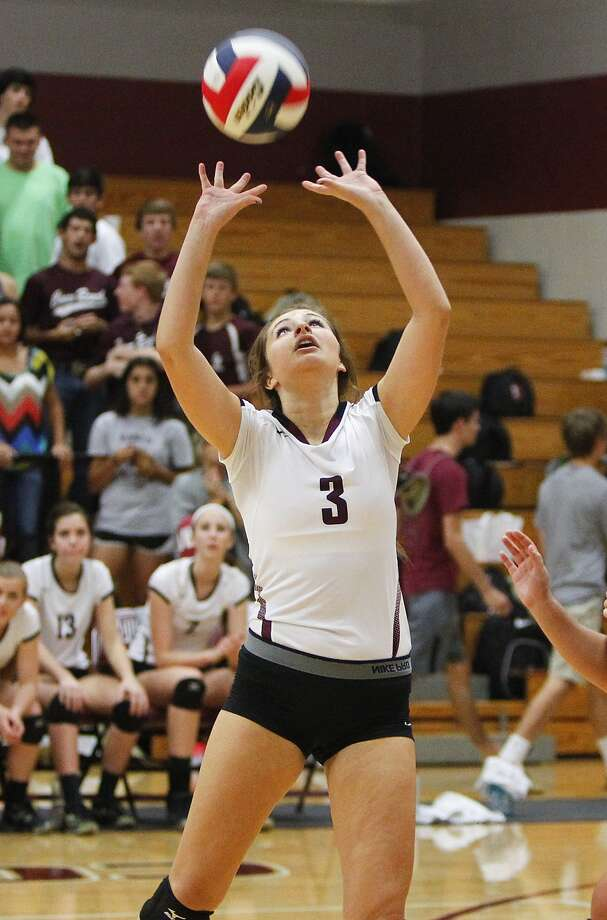 Cinco Ranch's Monica Richter sets up  a shot as the Lady Cougars took on the Seven Lakes Spartans at Cinco Ranch High School in Katy on September 26, 2014. Photo: Diana L. Porter, Freelance / © Diana L. Porter