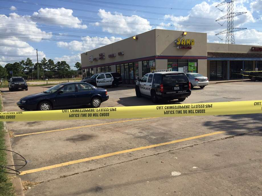 A person was shot to death at a liquor store on North Sam Houston Parkway near Greenspoint. Photo: Mike Glenn, Chronicle