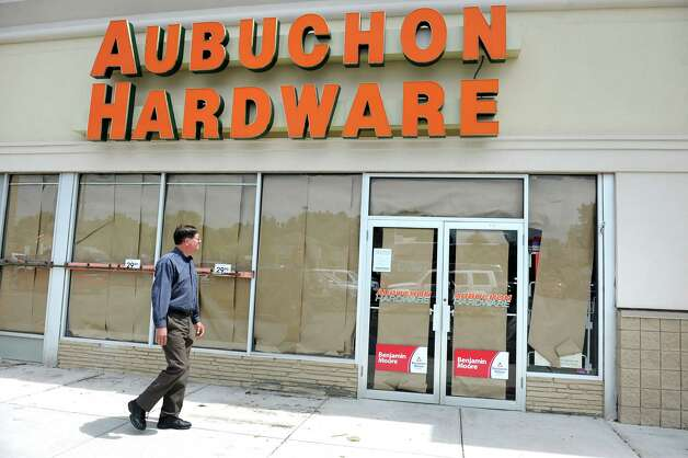 Aubuchon Hardware is closed on Wednesday, July 15, 2015, in Glenmont, N.Y. (Cindy Schultz / Times Union) Photo: Cindy Schultz / 00032637A
