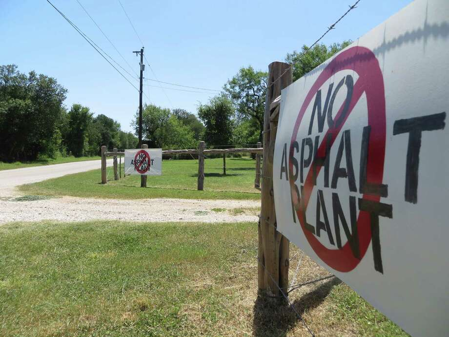 Signs expressing opposition to the asphalt plant are posted on   neighbor hood parcels. Photo: Zeke MacCormack / San Antonio Express-News / San Antonio Express-News