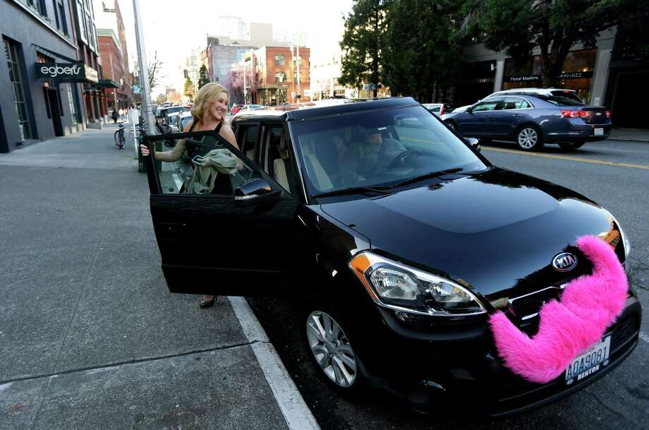 FILE - In this March 12, 2014 file photo, Katie Baranyuk gets out of a car driven by Dara Jenkins, a driver for the ride-sharing service Lyft, after getting a ride to downtown Seattle. The Labor Department on Wednesday, July 15, 2015 issued new guidance intended to help companies answer whether a worker is an employee or a contractor. The issue has taken on greater urgency with the growth of sharing-economy firms such as Lyft, Uber and TaskRabbit, which increasingly rely on independent workers, often for short-term projects. (AP Photo/Ted S. Warren, File) Photo: Ted S. Warren, STF / AP