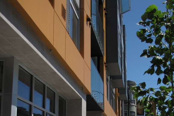 The new 18-unit condominium building at 20th and Valencia streets won't win design awards, but it has a visual clarity and snap missing from other examples of infill housing added to the Mission District during the current boom.